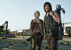 the-walking-dead-season-5-carol-mcbride-daryl-reedus-935