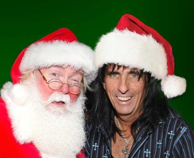 alice-cooper-and-santa-115363675_gettyjpg